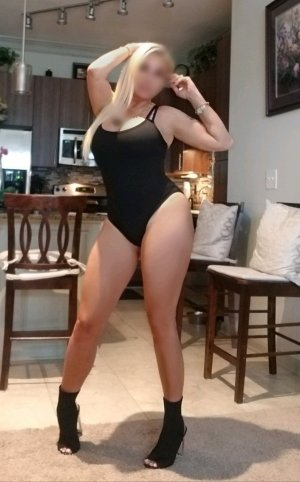 Memona escort girl in Versailles Kentucky