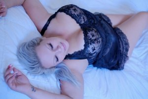Haylie tantra massage in Blue Springs