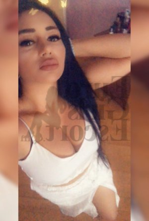 Maria-victoria call girls in Wood River